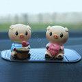 Car decoration accessories Two hearts pigs Cute pigs Send a non-slip pad